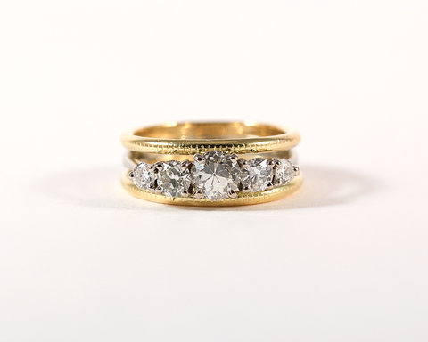 recréation sur mesure bague or jaune et or gris cinq diamants // Transformation of a white gold five diamond ring with two yellow gold bands