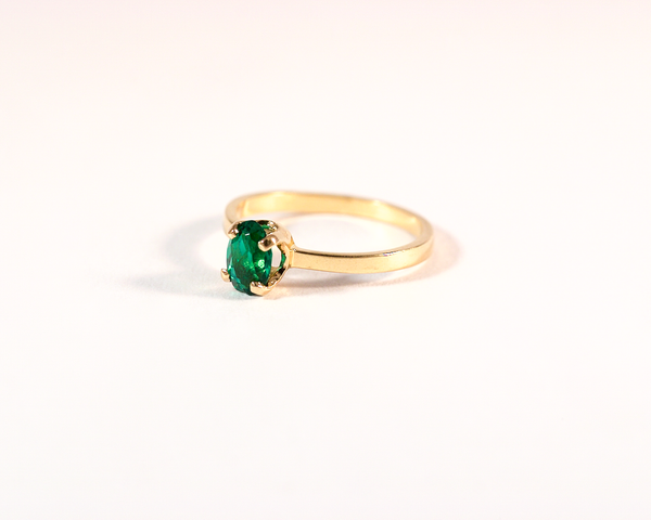GM265-3 ICYMI Bague ancienne solitaire or jaune pierre verte  / Gold solitaire ring green stone antique vintage