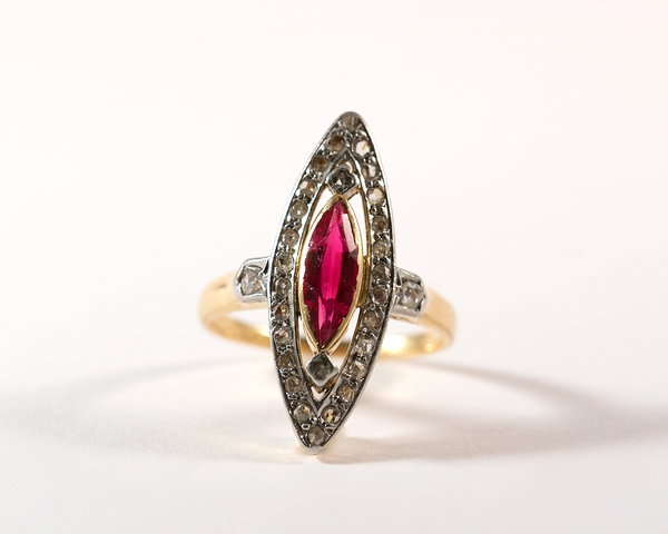 GM280 ICYMI Bague ancienne 1909 marquise or jaune diamants et rubis synthétique / Vintage antique gold diamond and ruby marquise 1909 ring