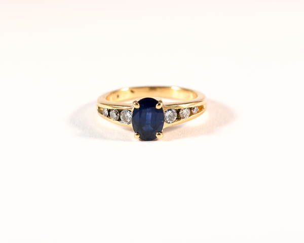 GM282 ICYMI Bague or jaune saphir ovale et diamants - Gold sapphire and diamond ring