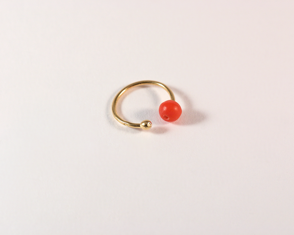 GM285 ICYMI Créole en or jaune et corail / gold and coral ear ring // cartilage hauts d'oreilles