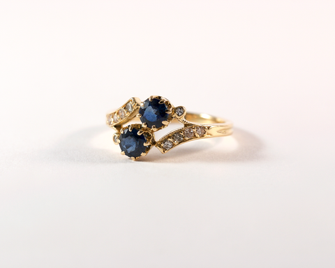 GM287 ICYMI Toi et moi ancien or jaune, saphir et diamants / Gold diamond sapphire vintage antique toi et moi ring