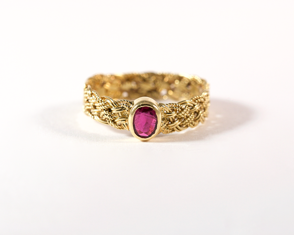 GM298-2 ICYMI Bague ancienne or jaune tresse et rubis / Gold ruby braided ring