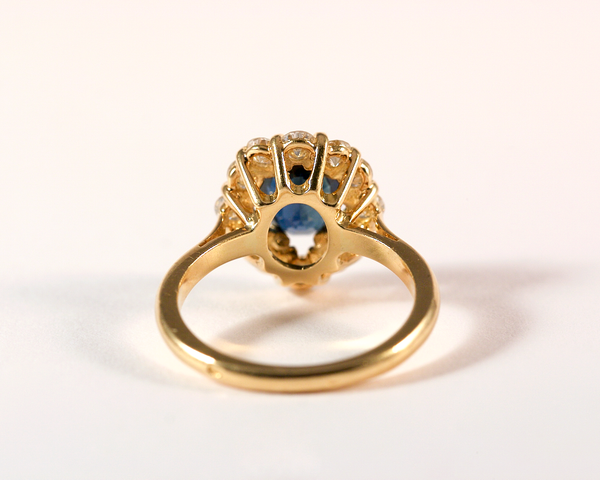 GM302 ICYMI Bague ancienne or jaune saphir entourage diamants marguerite / Gold sapphire diamond cluster entourage vintage antique ring