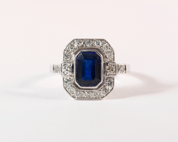 GM307 ICYMI Bague ancienne 1930 platine saphir entourage diamants / Platinum diamond and sapphire antique vintage ring