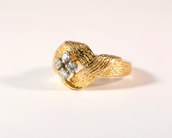 GM318 ICYMI bague noeud plat et quatre diamants dos / Gold platinum vintage antique and diamond ring