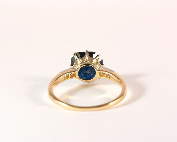 GM355 ICYMI Bague ancienne or jaune saphir à pans coupés et diamants - Gold square cut sapphire and diamond antique vintage ring