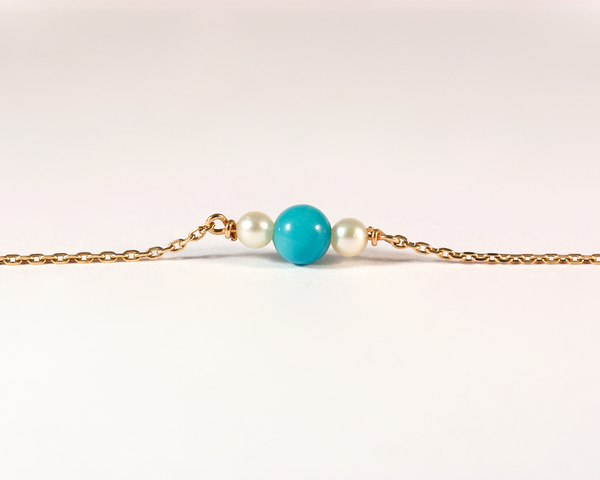 GM390-2 ICYMI Bracelet or jaune, chaîne, perles bleues et blanches - Gold and blue and cultured pearl