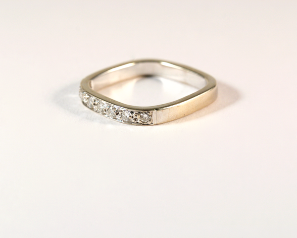 GM399bis ICYMI Alliance bague carrée diamants / Gold and diamond eternity wedding ring