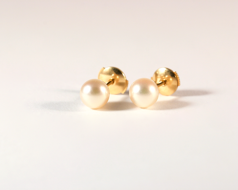 GM413-3 ICYMI Paire de puces d'oreilles or jaune et perles de culture - Gold and cultured pearl ear studs vintage