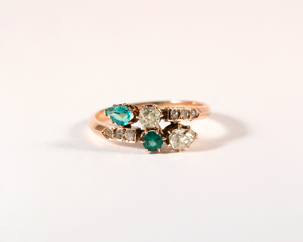 GM453 ICYMI Bague toi et moi ancienne or jaune diamants et pierres vertes - Gold vintage antique toi et moi diamond and green stones ring
