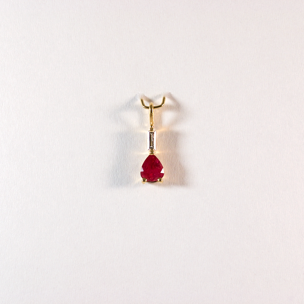 GM456-3 ICYMI Pendentif or jaune rubis et diamant baguette - Gold ruby and baguette cut diamond vintage pendant