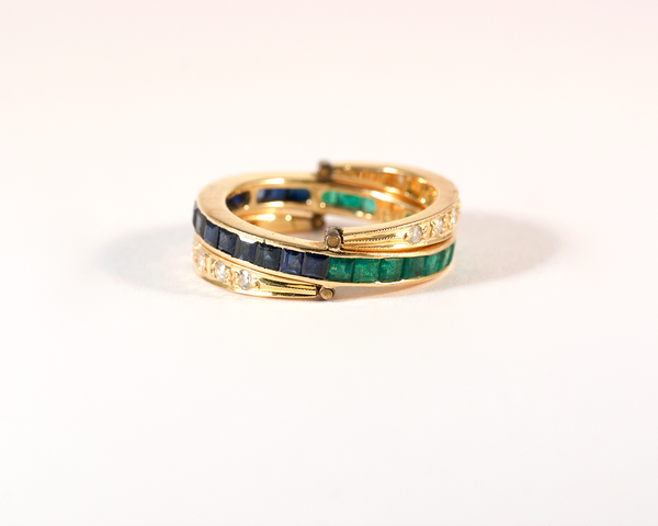 GM470 ICYMI Bague alliance américaine serti rail à anneaux mobiles or jaune diamants saphirs émeraudes - Vintage eternity wedding ring with hinged gold diamond sapphire and emerald
