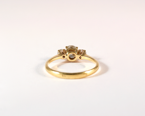 GM471-1 ICYMI Bague ancienne or jaune trois diamants taille brillant - Gold three diamond trilogy vintage ring
