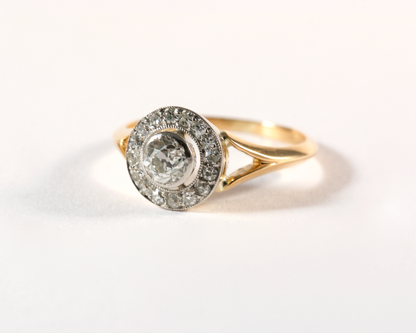 GM558 ICYMI Bague ancienne or jaune et blanc diamant taille ancienne entourage diamants - Vintage antique gold old cut entourage diamond ring