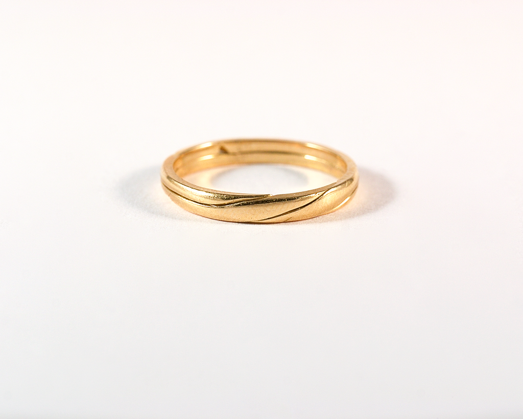 GM567 ICYMI Alliance ancienne à secret ouvrante en or jaune - Vintage wedding band yellow gold
