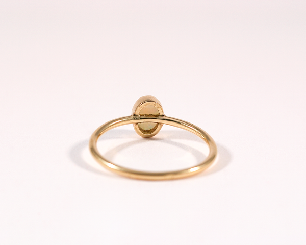 Bague or jaune opale cabochon