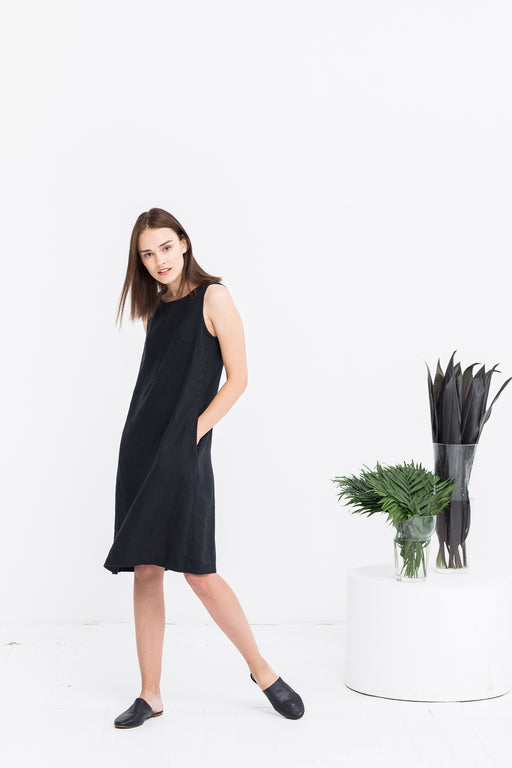 The Jackie linen dress (black)