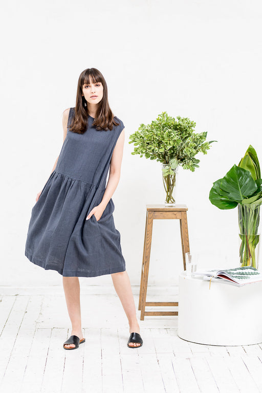 The Adriana linen dress (grey)