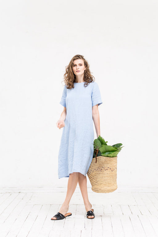 The Giselle linen dress (light blue)