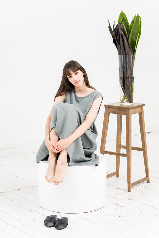 The Adriana linen dress (greyish green)