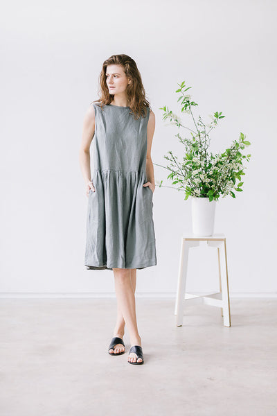 The Adriana linen dress (olive green)