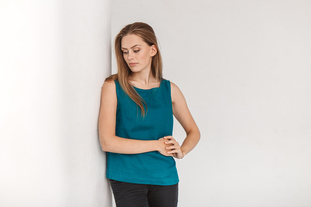 The Hailey basic linen top (teal blue)
