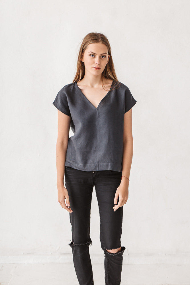 The Eunice basic linen top (graphite grey)