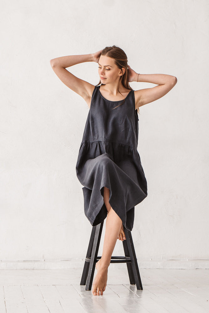 The Akiko linen dress (graphite grey)