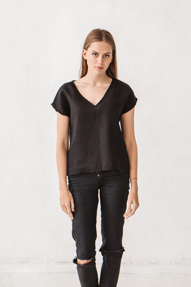 The Eunice basic linen top (black)