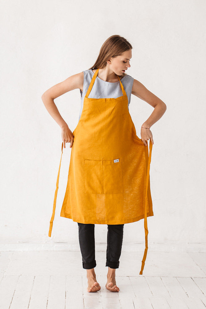 The Raven linen apron with pocket (mustard)