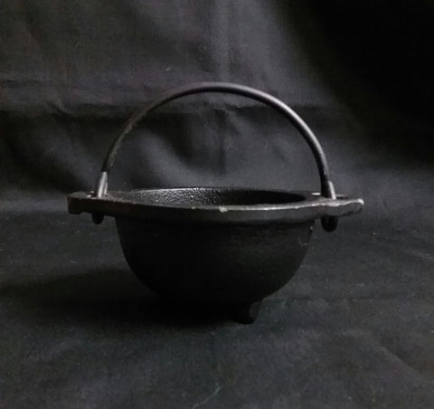 CAST IRON CAULDRON 3in.