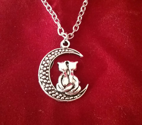SILVER KITTY'S  MOON NECKLACE