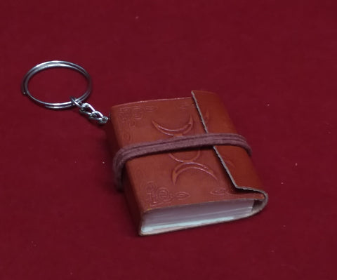 TRIPLE MOON JOURNAL KEYCHAIN (BOS)