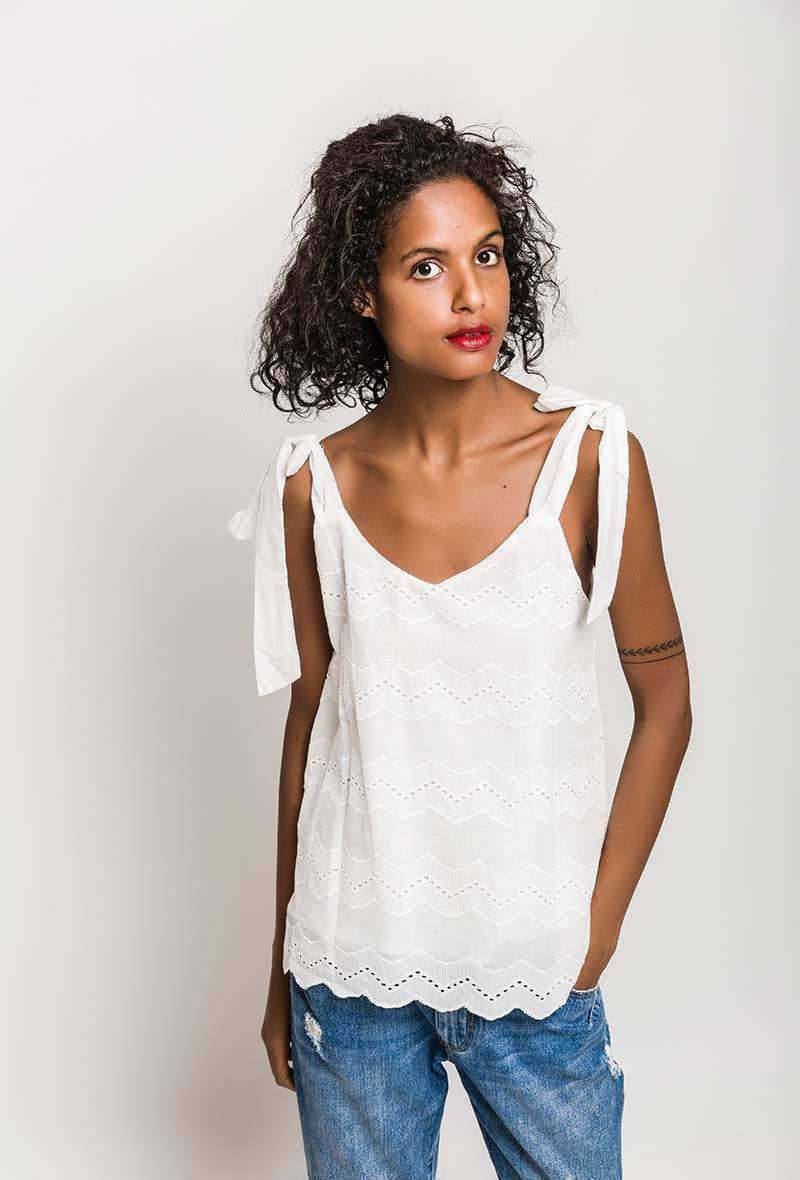 N1958-2 Tank top in embroidered and perforated cotton en andere T-shirts/Tops/Blouses van Noémie & Co