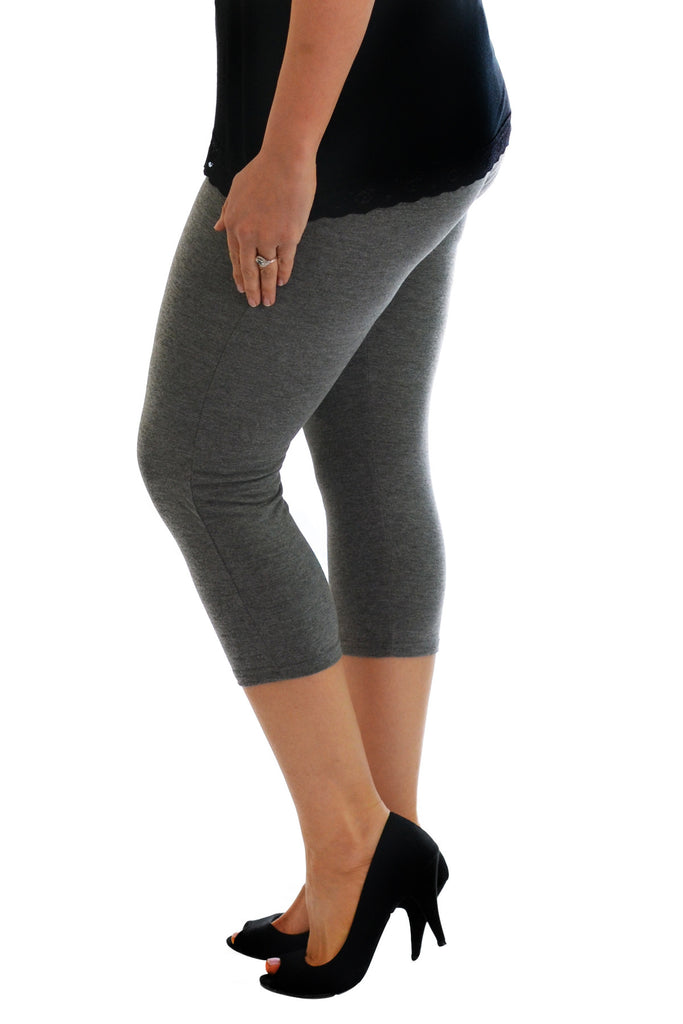 7011 Black Plain Cropped Leggings