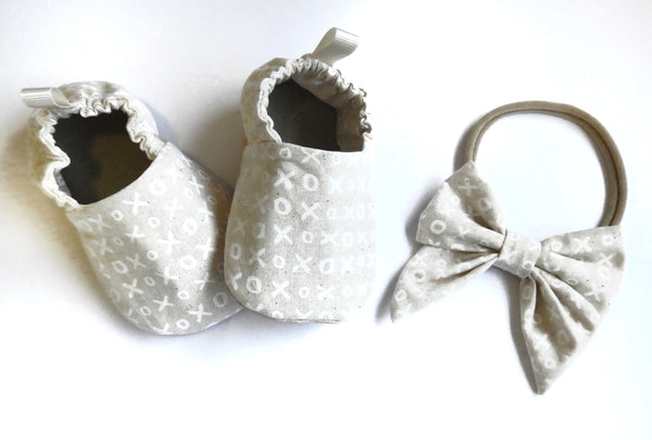 Hugs & Kisses Baby Moccasins