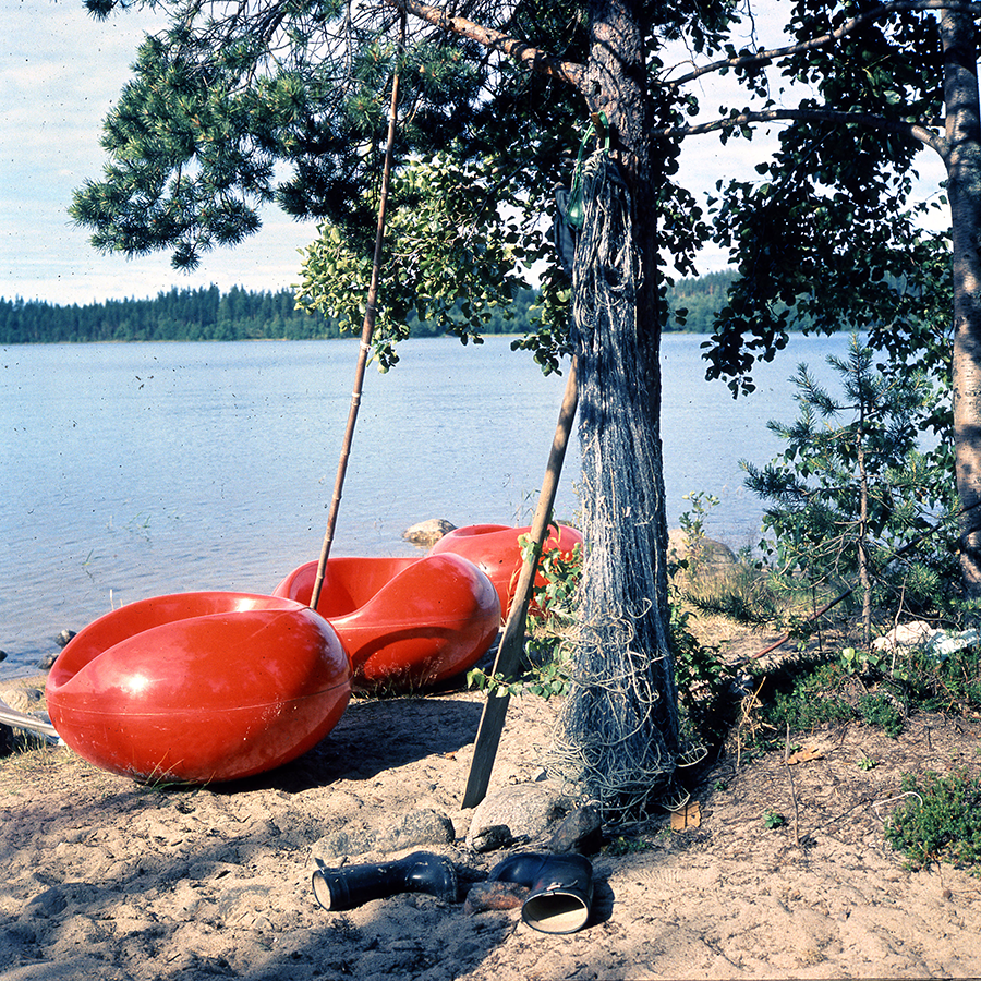 Red Pastils (1967) by the shore