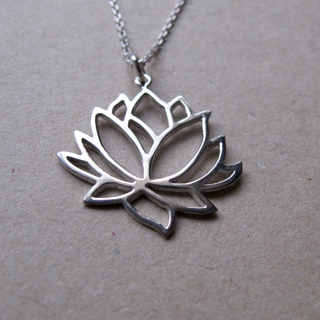 silver with sterling pendant lotus en stone