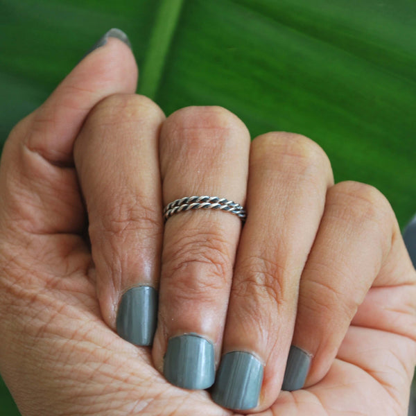 Basics: Twisted Midi Ring (Pair)