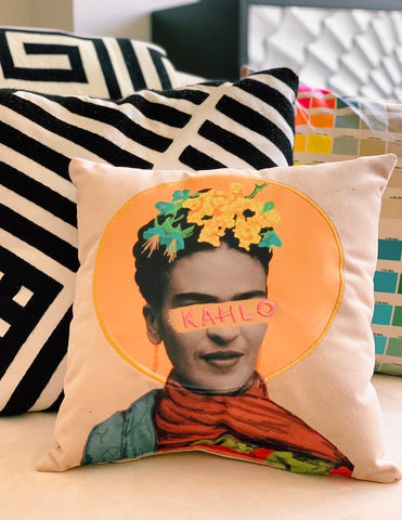 Almohada Frida Patch
