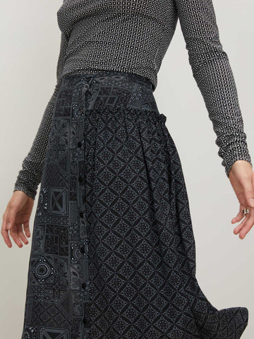 Dorothy Skirt | Small Black Batik