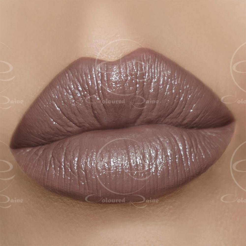 With purple undertones and a moisturizing satin finish, this classic beige lipstick is a firm favorite.