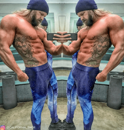 muscly bodybuilder in kapow performance meggings