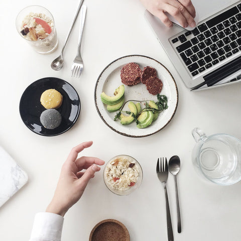 3 Reasons Why You Should Not Eat Lunch at Your Desk