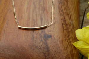 Golden curve necklace