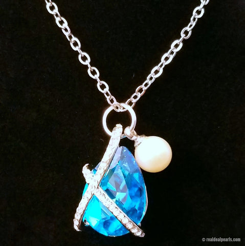 Treasures | Colored Crystal Pendant with 1 Oyster Opening