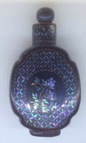 LACQUER MOTHER OF PEARL INLAID SNUFF BOTTLE 1