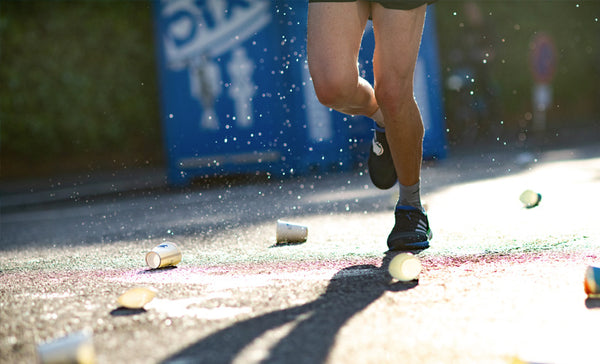 drinking sports drinks while running in a marathon