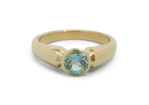 Timeless Design with Round Gemstone, Yellow Gold